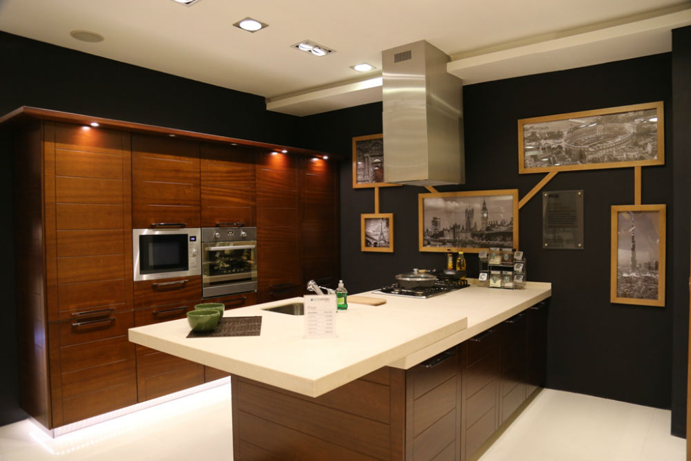 Italian architect alfredo zengiaro collaborates with for Kitchen design pakistan